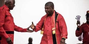 Angola: Dos Santos sort de sa réserve et met en garde Lourenço, qui lui répond!