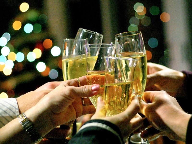 https://i0.wp.com/www.politicspa.com/wp-content/uploads/2013/03/champagne-toast.jpg