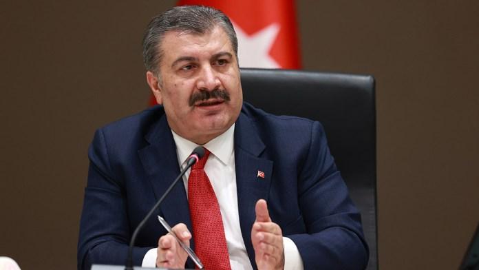 """Sağlık Bakanı Koca: """"Aktif vakalarımızın yüzde 40'ı 23 yaş altı"""""""