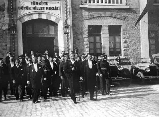Cumhuriyet ve Atatürk düşmanları