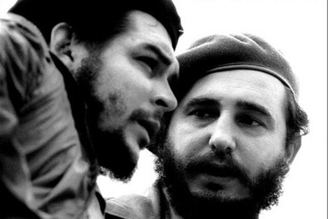 Fidel Castro a fait la connaissance d'Ernesto «Che» Guevara en 1953. PHOTO ARCHIVES AFP/CUBADEBATE