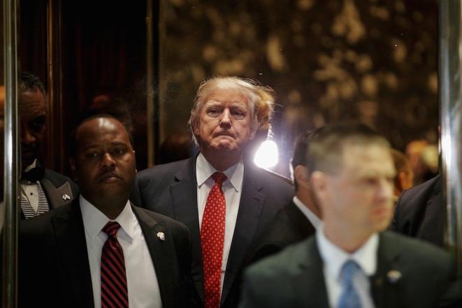 Doanld Trump dans l'ascenseur de sa Trump Tower le 9 janvier 2017. © Reuters