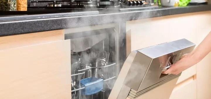 Otwieranie zmywarki po skończonym myciu