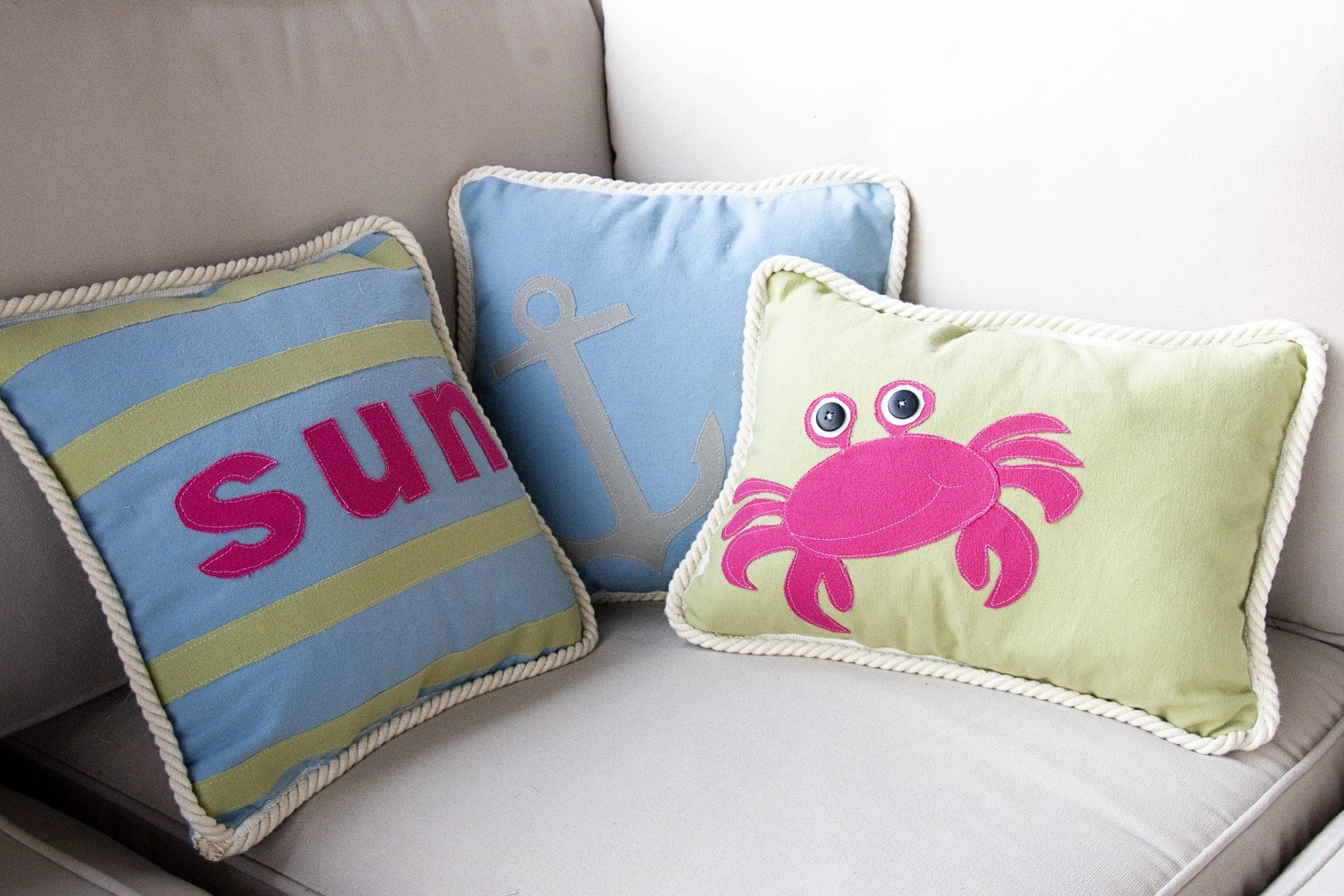 Summer Pillows with free pattern  The Polkadot Chair