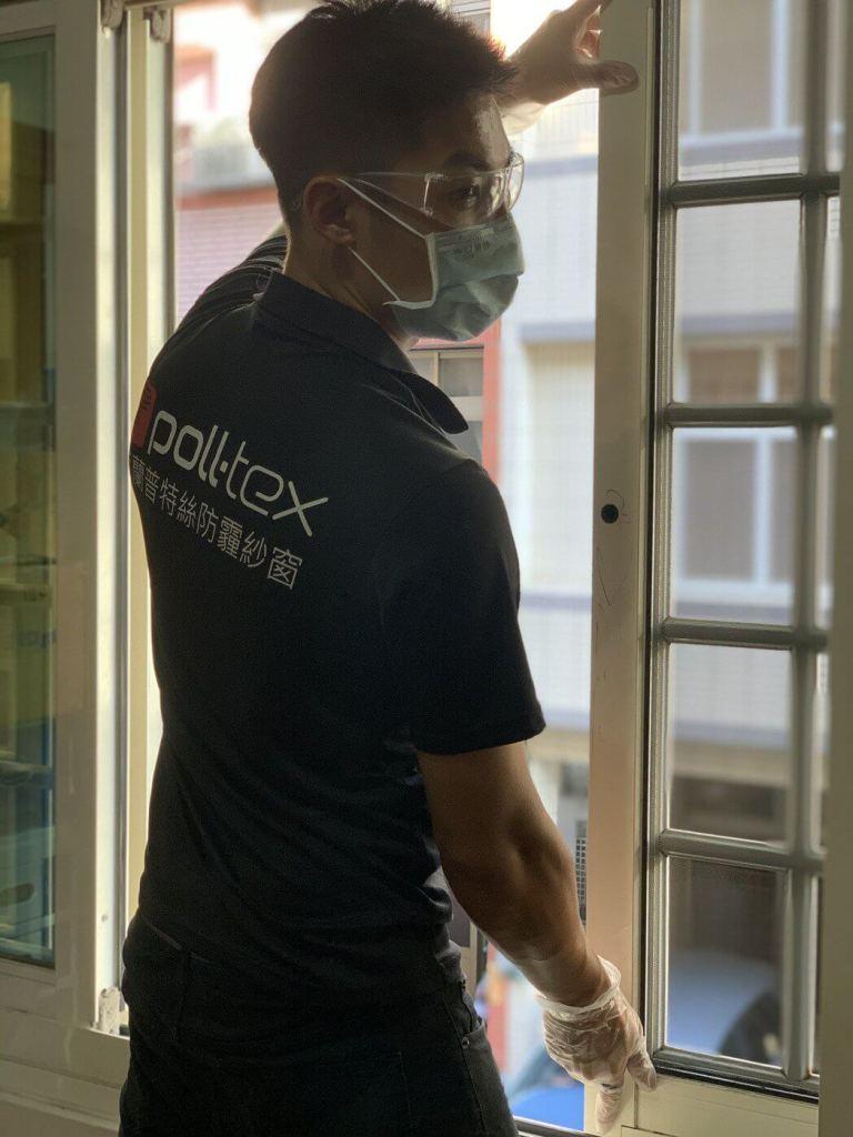 普特絲原廠技師全程施工由一位技師進入客戶府上拆裝紗窗,減少群聚問題
