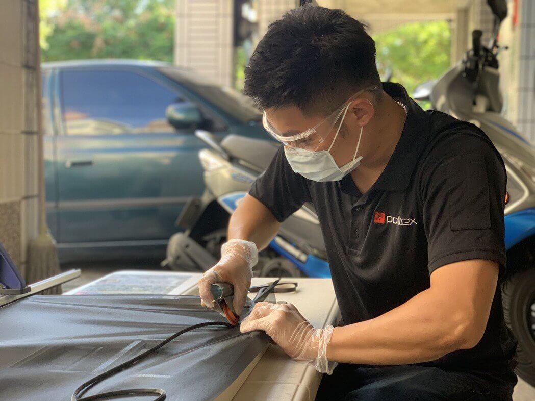 普特絲原廠技師在防疫期間全程配戴一次性醫療口罩、護目鏡、以及拋棄式手套,以最高安全施工標準守護消費者的健康