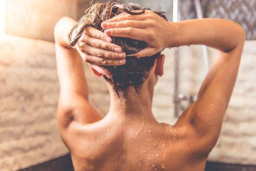 jak dbać o przetłuszczające sie włosy