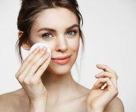 Jak skutecznie oczyścić skórę twarzy?