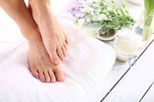 pękająca skóra na stopach