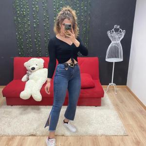 Jeans a zampa con spacchi