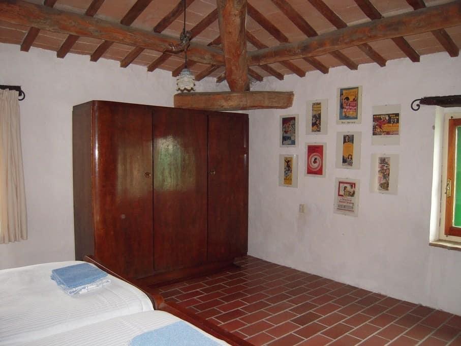 Small World Kledingkast.Appartement Met Adembenemend Uitzicht Voor 2 Tot 4 Personen In Umbrie