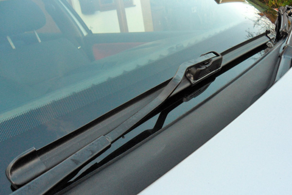 2001 Volkswagen Polo GTI: aero windscreen wipers