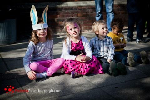 młodzi mieszkańcy Cambridge