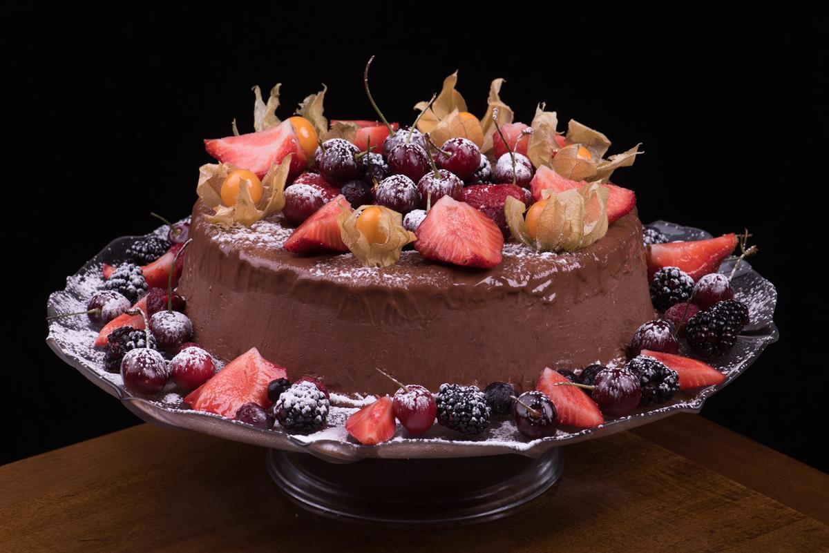 Mousse Cremosa de Chocolate com Frutas Vermelhas