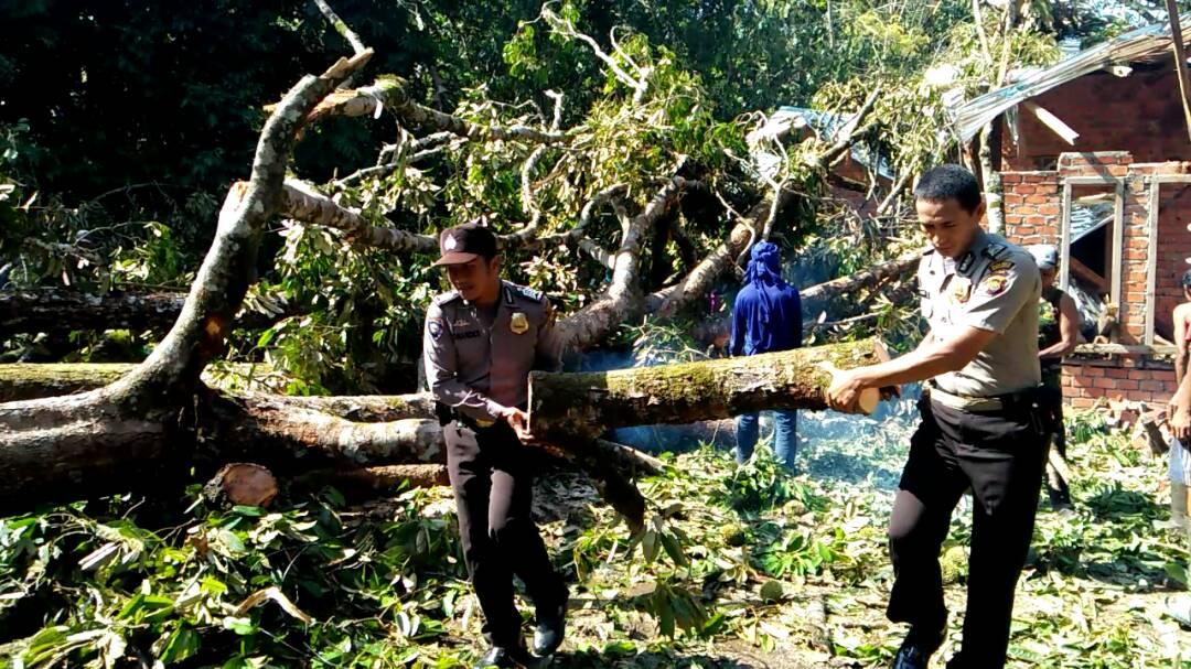 Angin Puting Beliung Hantam Dua Desa Di Kabupaten Merangin