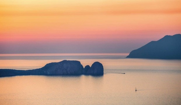 view-of-the-aegean-from-plaka-milos-greece-conde-nast-traveller-13june17-andrew-urwin