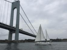 Kpt. Wagner II zbliża się do NYC-Verrazano Bridge