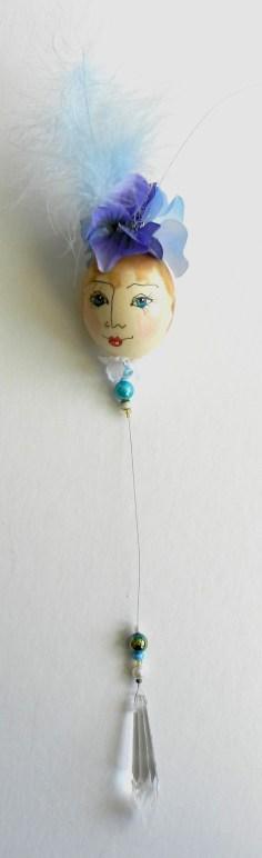 blue-eggshell-lady2