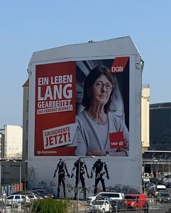Politics on the street: DGB poster in Berlin