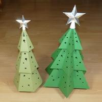 Papercraft imprimible y armable de árboles de navidad / Christmas trees. Manualidades a Raudales.