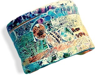 See how Christine Damm makes a successful design last and last on PolymerClayDaily.com