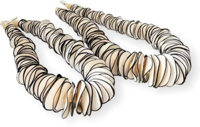 Fiona Herbst's wafer-thin cane slices make a necklace of chips on PolymerClayDaily.com