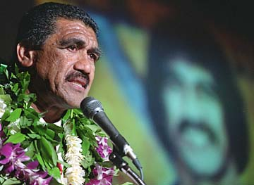 20000208 SPT - With tears streaming down his face former Canadian Football league player and local prep star Junior Ah You thanks his family, coaches and God for his induction into the Hawaii Sports Hall of Fame on Tuesday night. SB photo by George F. Lee
