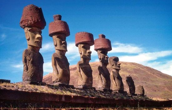 Moais-(stone-statues)-on-Ahu-Nau ancient-origins-net
