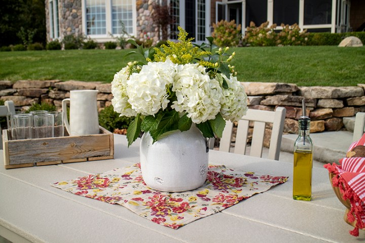 outdoor dining center piece ideas