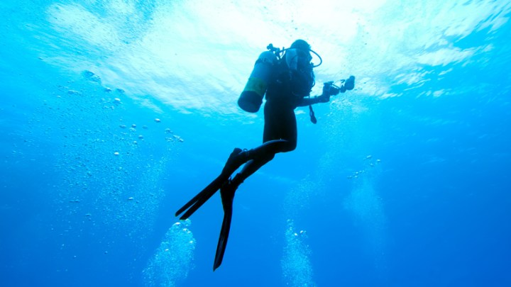 Scuba diving and learning to scuba dive as an outdoor hobby