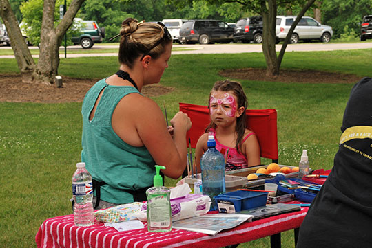 POLYWOOD-Picnic-Face-Painting-2
