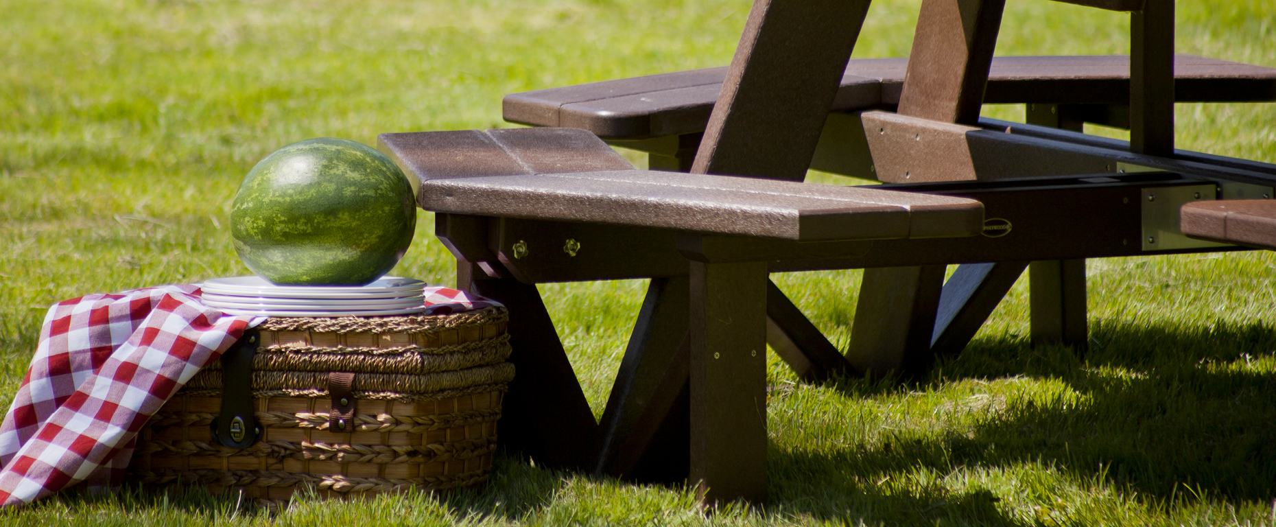 The complete guide to buying an outdoor picnic table