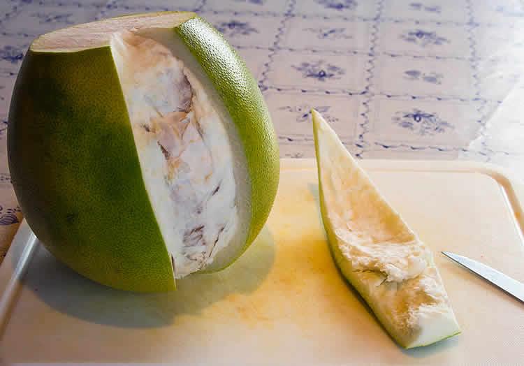 Honig Pomelo schälen und essen - so geht's! (Bild-Anleitung)