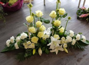 gerbe-composition-fleurs-deuil-enterrement-tombe-pompes-funebres-odet