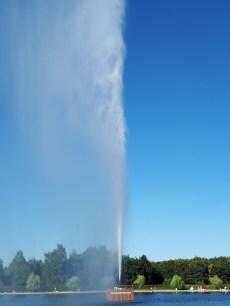 Reuzenfontein spuit 100 meter hoog
