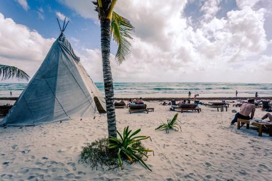 tulum_beach_tipi