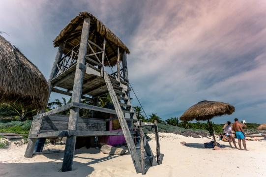 tulum_playa_pescadores_lifeguard_tower