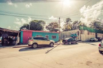 tulum_town_street_poor_houses