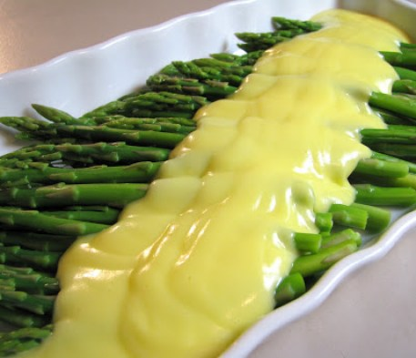 15 reasons to celebrate the color green on Saint Patrick's Day: Asparagus with Hollandaise sauce