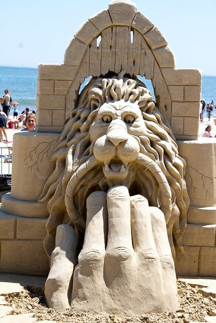 Parents Creatively Teaching Kids About Art: Sand sculpture art