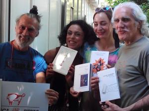 Hipolito 'Bolo' García Fernández (a la derecha) con su hermano y dos amigas en la Feria del Libro de Madrid 2015   Foto: Miguel Entremonzaga