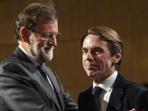 ¿De qué o de quién se ríen Mariano Rajoy, presidente del Gobierno y líder del PP, y José María Aznar, expresidente del Gobierno y exlíder del PP?