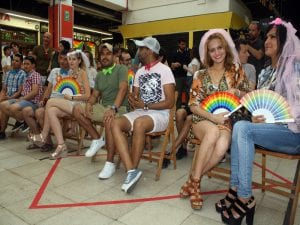 Orgullo en Lavapiés 2017   World Pride Madrid 2017   Decenas de parejas se casaron simbólicamente en el Mercado de San Fernando