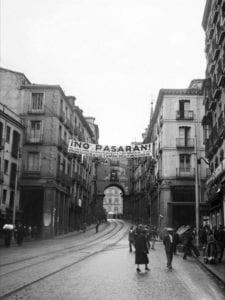 'No pasarán. 16 dias. Madrid 1936' | Sala de Bóvedas | Casa de la Panadería | Plaza Mayor de Madrid | Del 03/04 al 01/07/2018 | Pancarta calle de Toledo | Arco de Cofreros | 1936