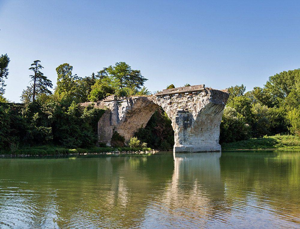 Location gtes Gorges de lArdche  Gtes avec piscine au sud Ardche  Pont Saint Esprit  Gard