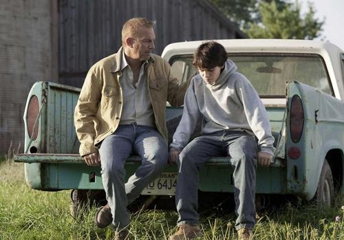 Jonathan, a segunda figura paterna, e Clark nos momentos difíceis em Smallville, Kansas