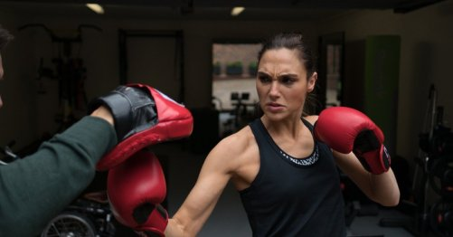 Gal-Gadot-Wonder-Woman-boxing