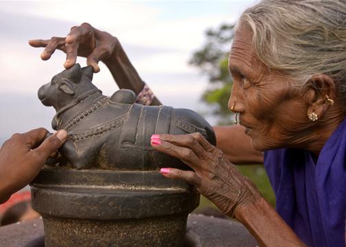 Viewing Shivalingam through nandi horns