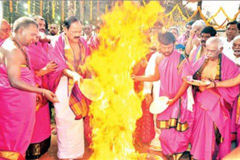 fire-accident-at-ayuta-chandi-yagam