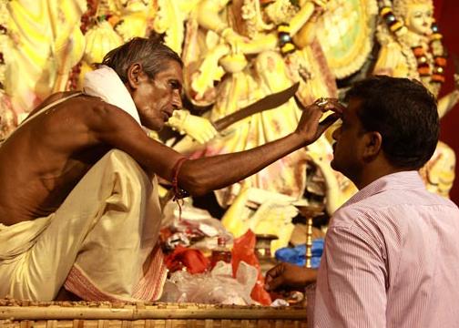 kumkuma on the forehead in temples